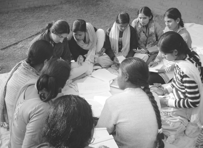 Literacy course with women who belong to the scheduled caste